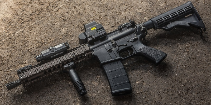 EOTech Reviews: Best Holographic Sights for an AR-15 & Other Tactical Rifles