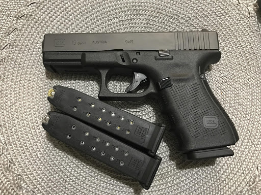 best compact 9mm Glock 19 and two magazines